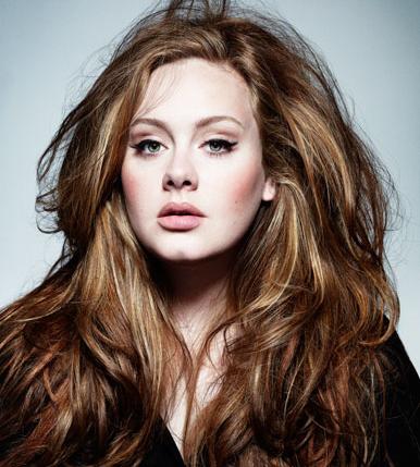 Adele répond à Karl Lagerfeld : je suis fière d'être ronde