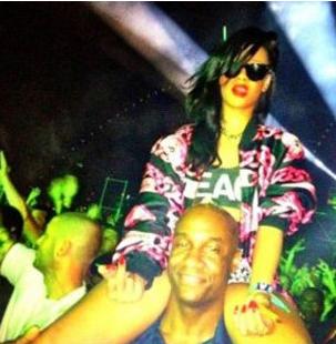 Rihanna créé la polémique sur une photo avec de la poudre blanche