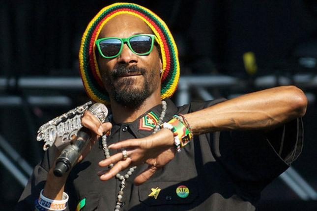 Snoop Dogg devient Snoop Lion et vire reggae