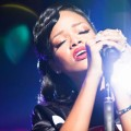 Rihanna explique le titre Unapologetic (photos concert)