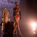 "Rihanna sort le clip sexy de ""Pour It Up"" [VIDEO]"
