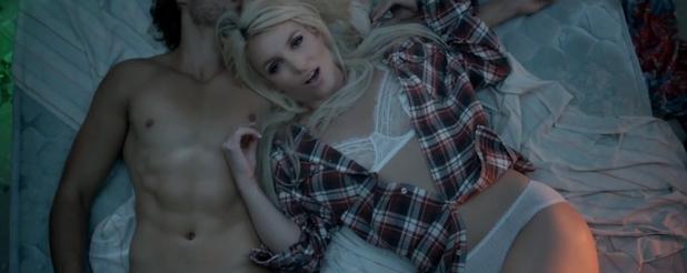 Britney Spears sort le clip de Perfume