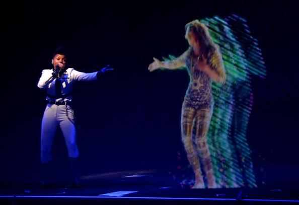 M.I.A et Janelle Monae : concert historique en hologramme, regardez