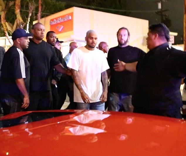 Chris Brown ciblé par une fusillade, Suge Knight blessé par balles