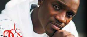Encore un concert controversé d'Akon !