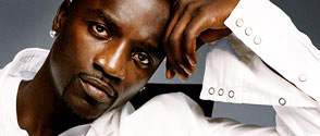 Akon décale la sortie de son album Freedom